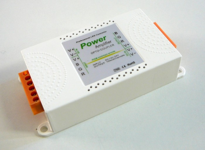 Zesilovač RGB signálu AMP4