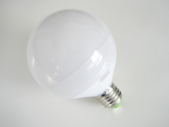 LED žárovka E27 LU12W 260° Denní bílá